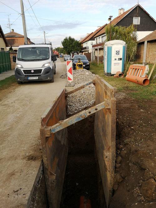 Dobudovanie kanalizácie a intenzifikácia ČOV v obci Dvory nad Žitavou